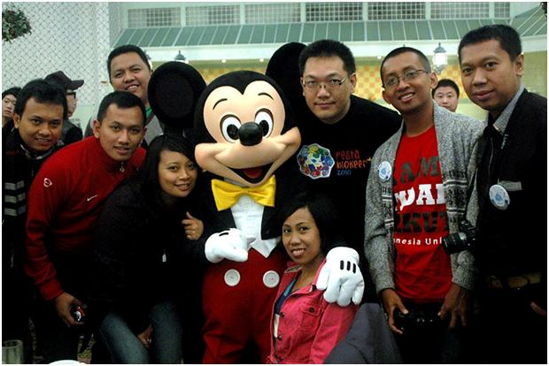 bersama-mickey-mouse.jpg